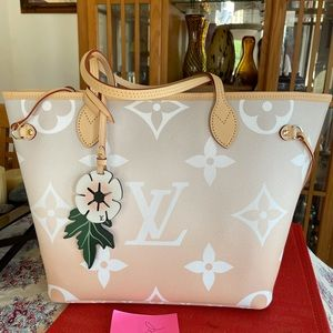 Authentic Louis Vuitton neverfull by the pool bag
